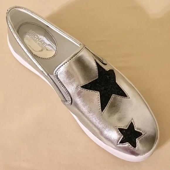 8d7d6b874e534 Michael Kors Pia Silver Slip on Sneakers Star. M 5ae7c30861ca10b7895a877b